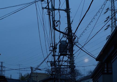 明け方のおぼろ月