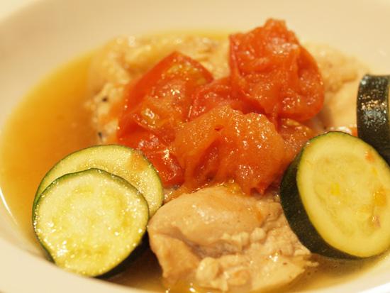 鶏と彩り野菜のコンソメ仕立て