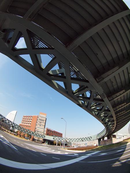 円形の歩道橋