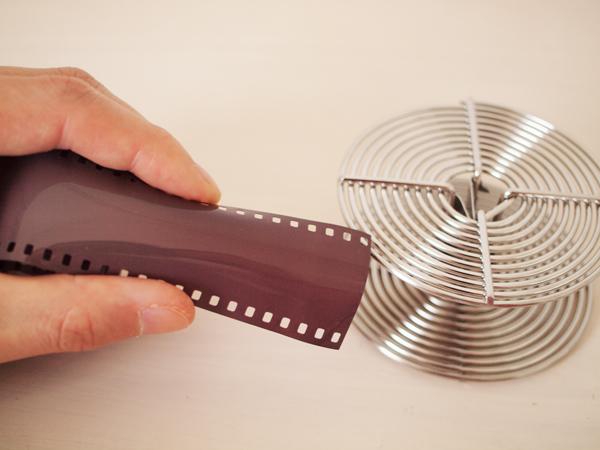 リールに巻くときのフィルムの持ち方