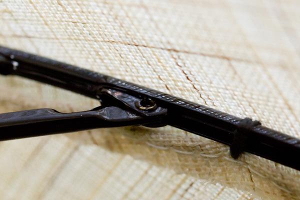 横に伸びているのが親骨、結合しているのが受骨