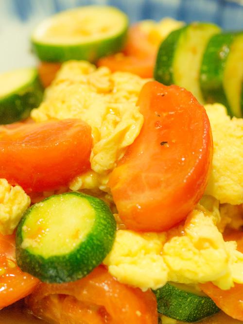 ズッキーニとトマトと卵の炒め物
